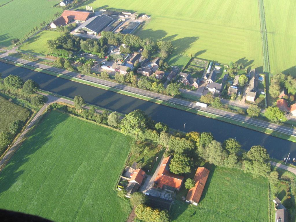 Het kanaal bij Someren vanuit de lucht